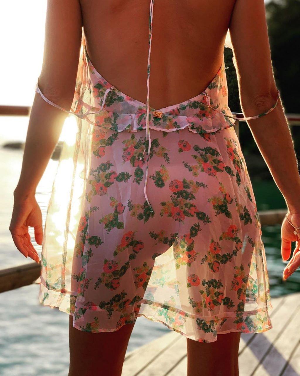 Sarah Hyland Nude & Sexy (18 Pics + GIFs)