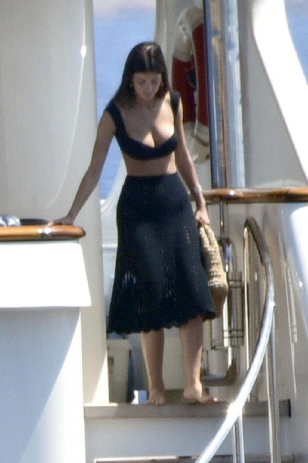 Camila Morrone Sexy (16 New Photos)
