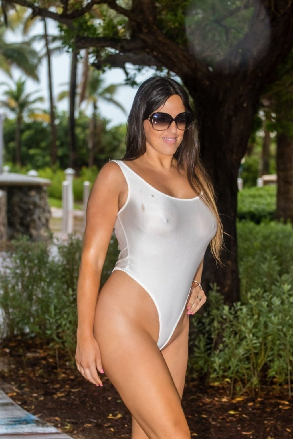 Claudia Romani Hot (18 Photos)