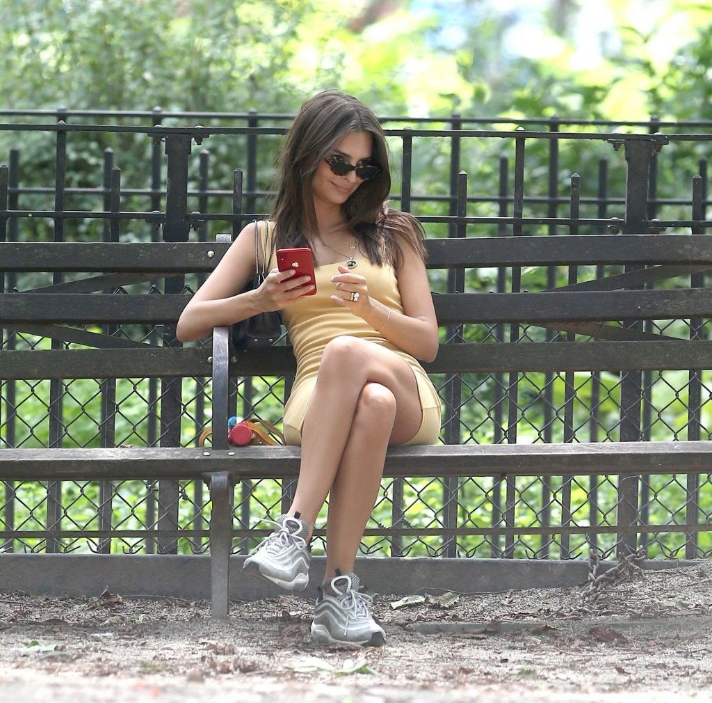 Emily Ratajkowski Sexy (54 Photos)
