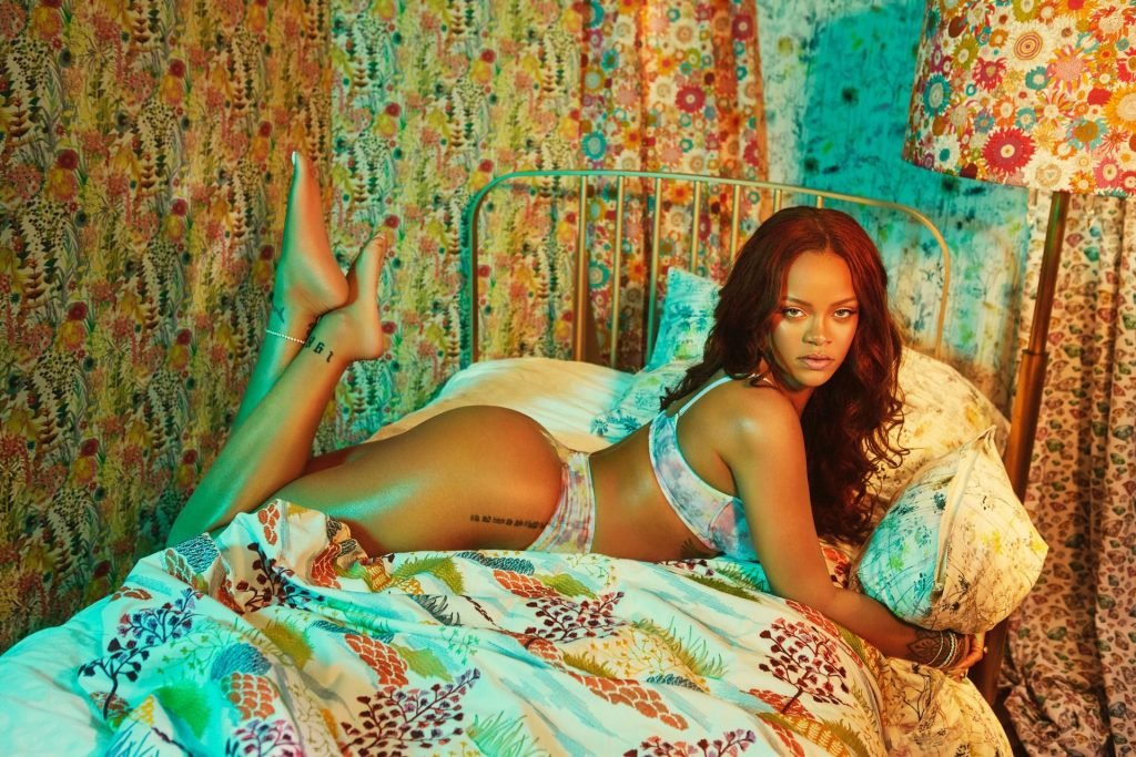 Rihanna Hot (2 Photos)