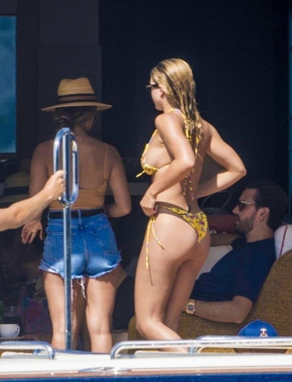 Sofia Richie, Anastasia Karanikolaou Sexy (21 Photos)