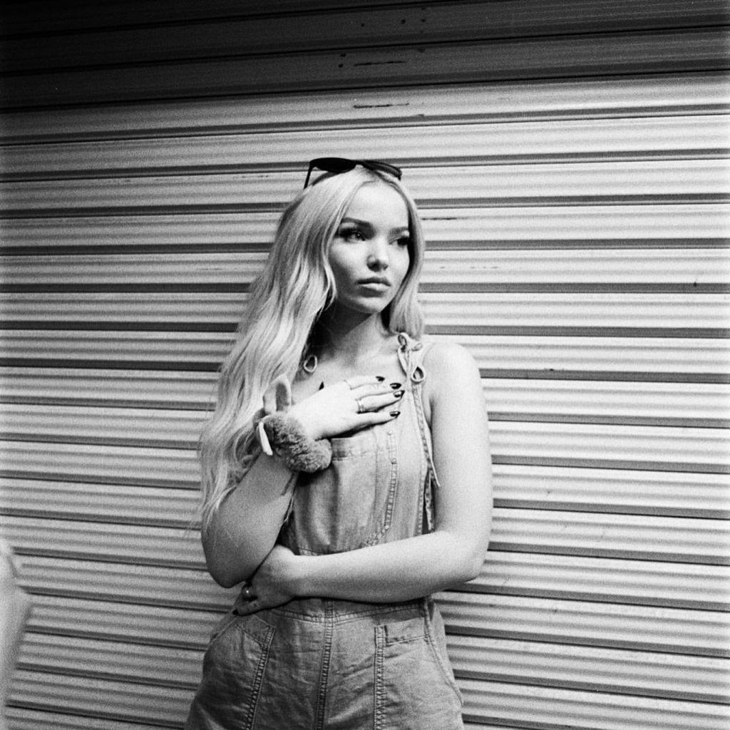 Dove Cameron Hot (5 Photos)