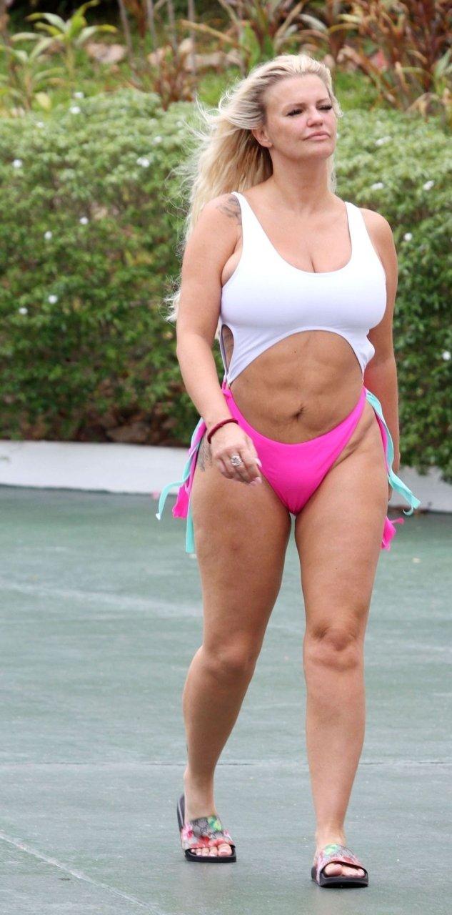 Kerry Katona Hot (48 Photos)