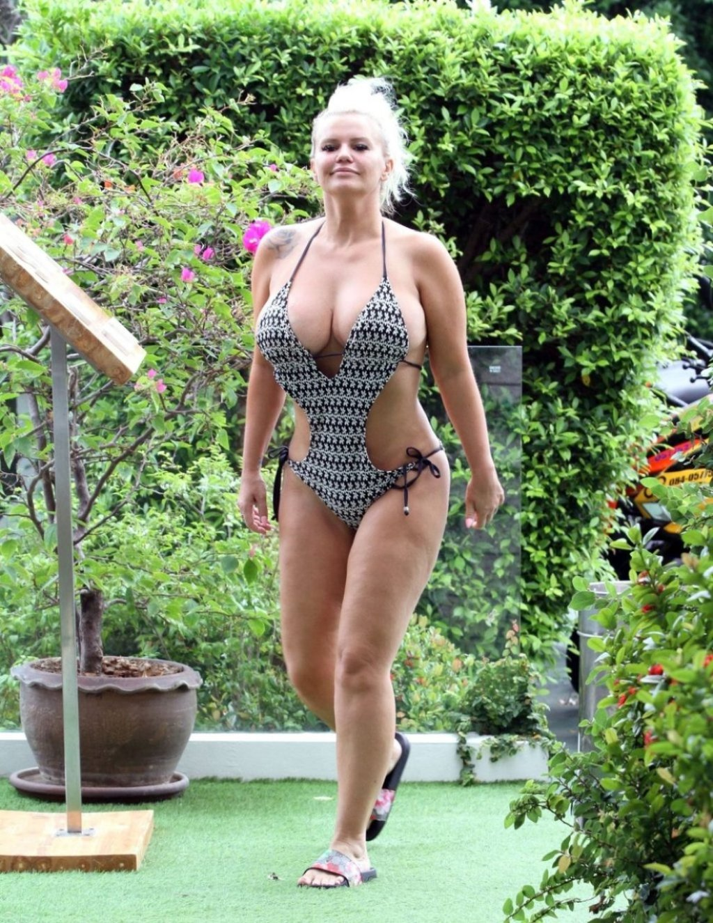 Kerry Katona Sexy (39 Photos)