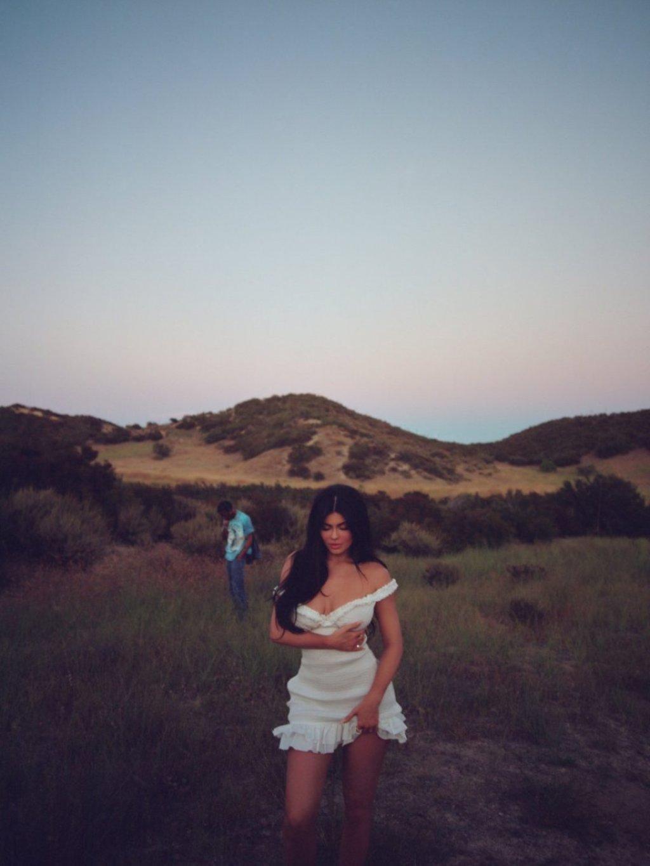 Kylie Jenner Nude & Sexy (21 Photos)