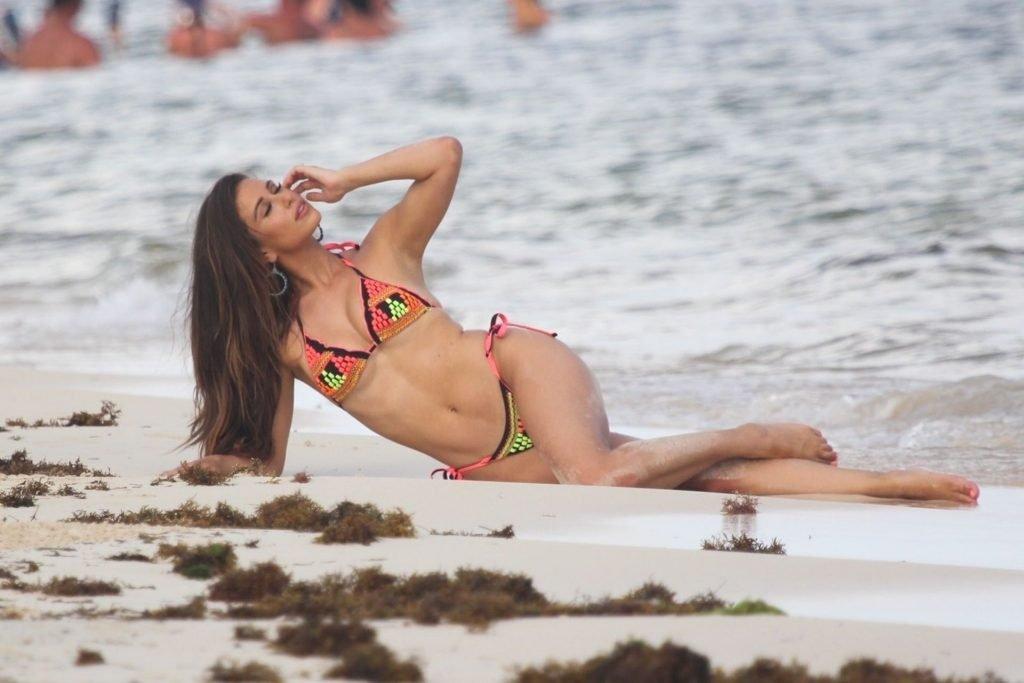 Sarah Rose Summers Sexy (54 Photos)