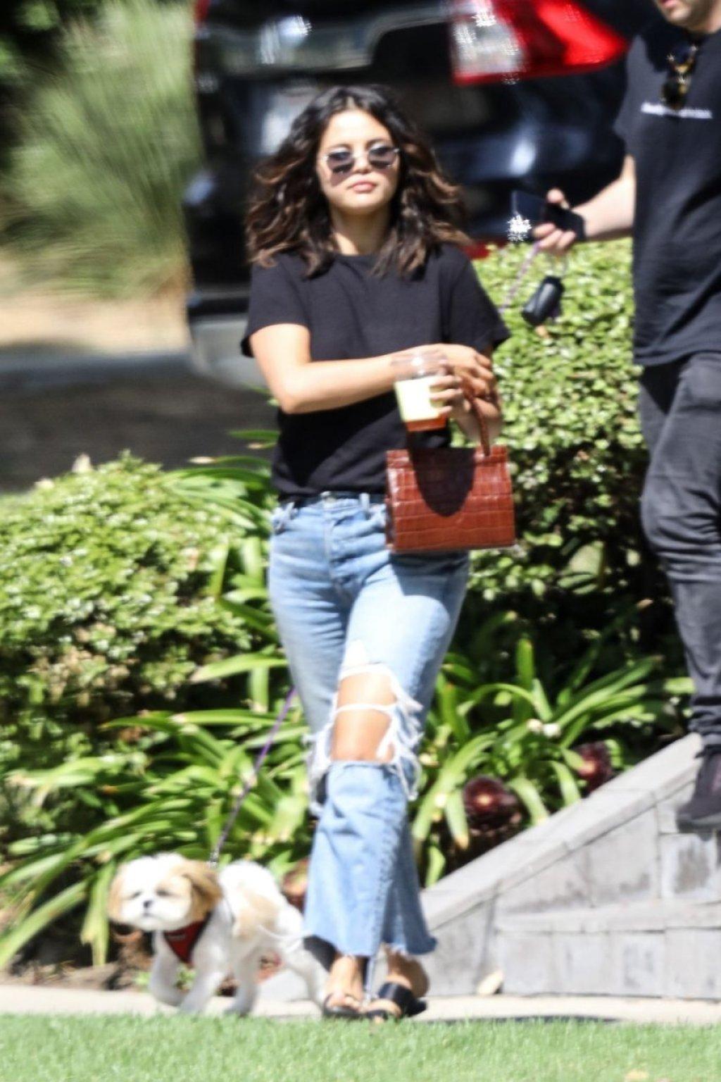 Selena Gomez Braless (23 Photos)