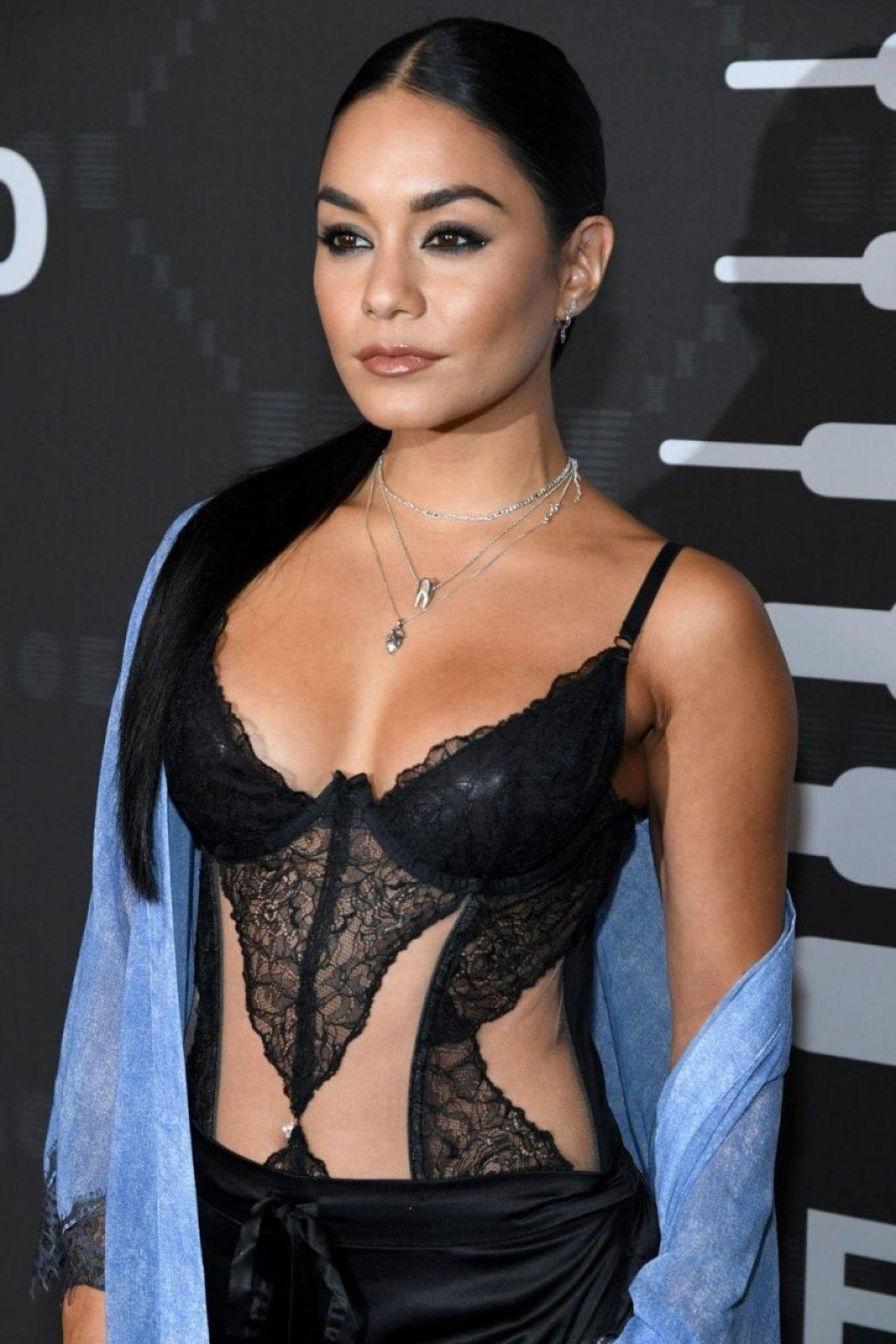 Vanessa Hudgens Sexy (21 Photos)