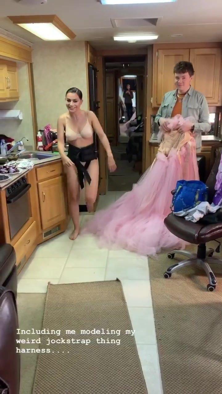 Charli XCX Nude & Sexy (19 Pics + GIFs)