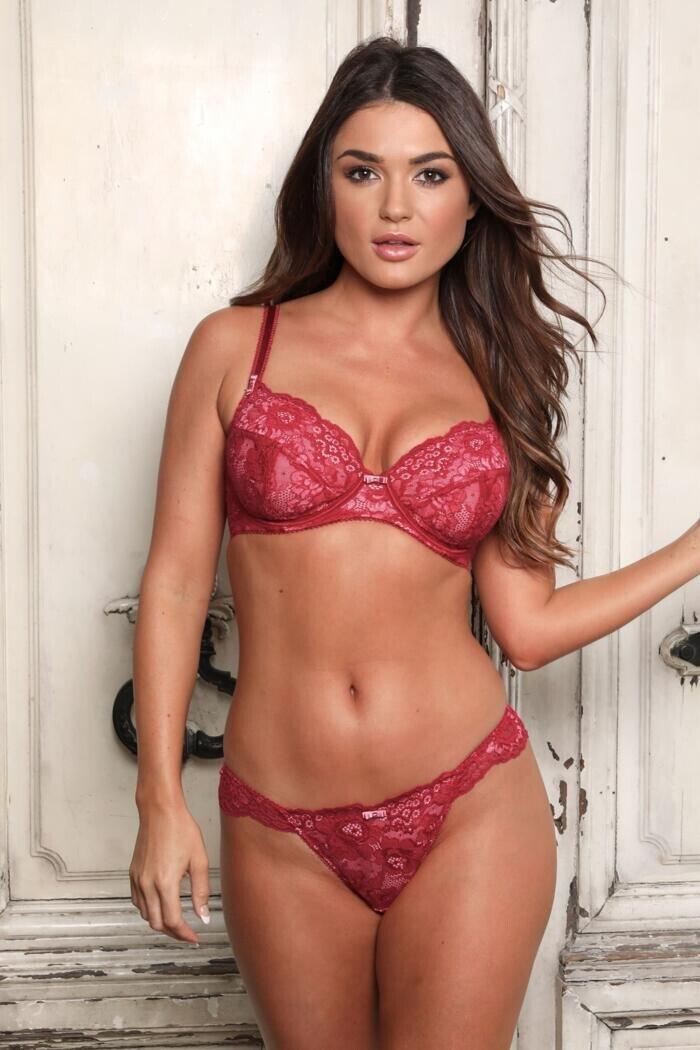 India Reynolds Sexy (21 Photos)