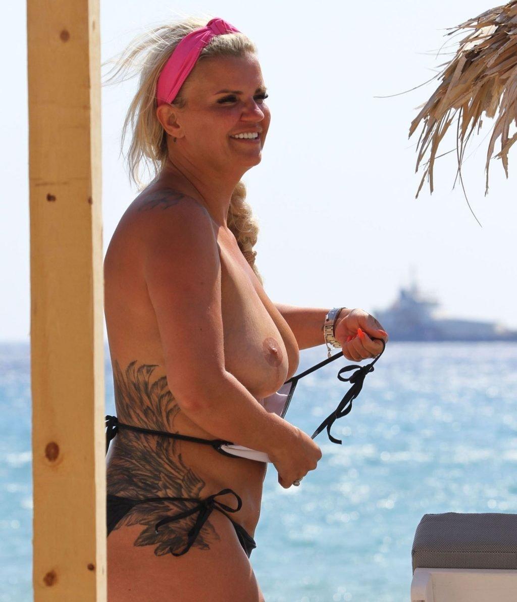 Kerry Katona Topless (18 Photos)