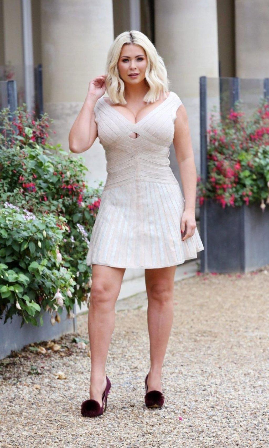 Nicola McLean Sexy (16 Photos)