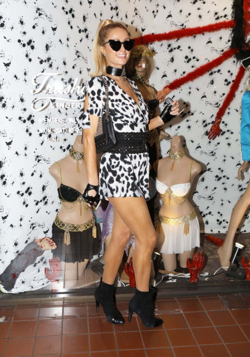 Paris Hilton Sexy (86 Photos)
