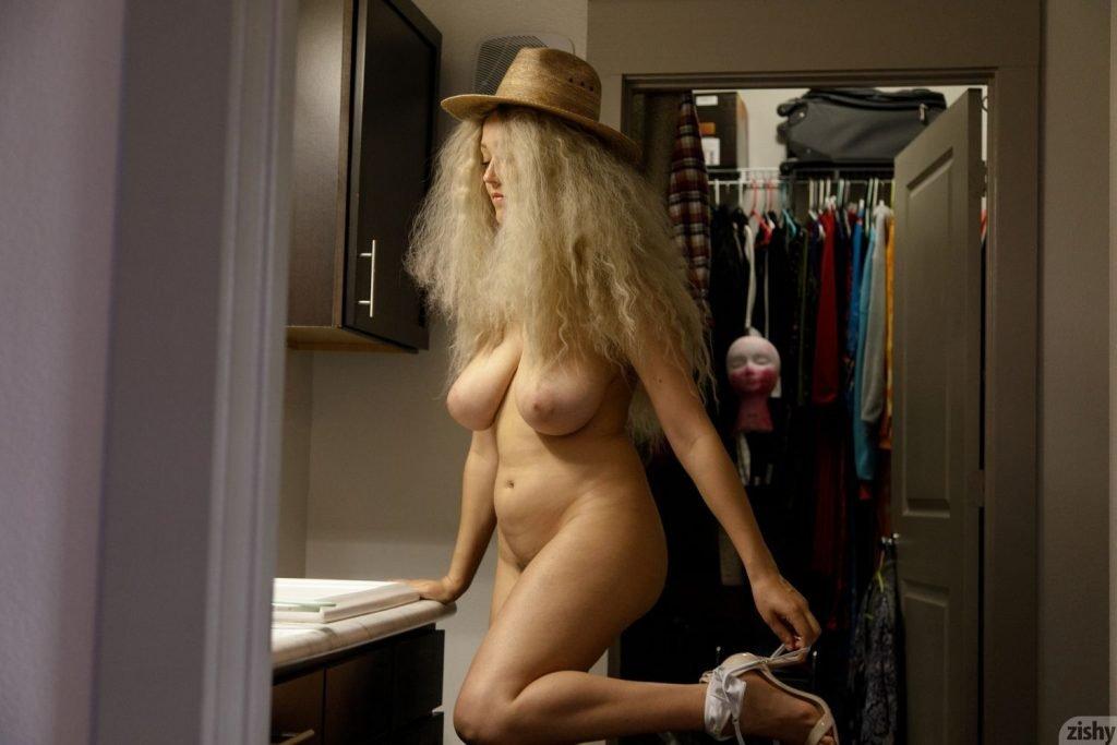 Sabrina Nichole Nude (11 Photos)