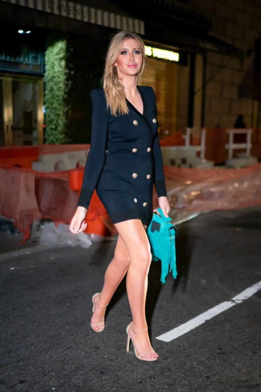 Sophia Hutchins Sexy (4 Photos)