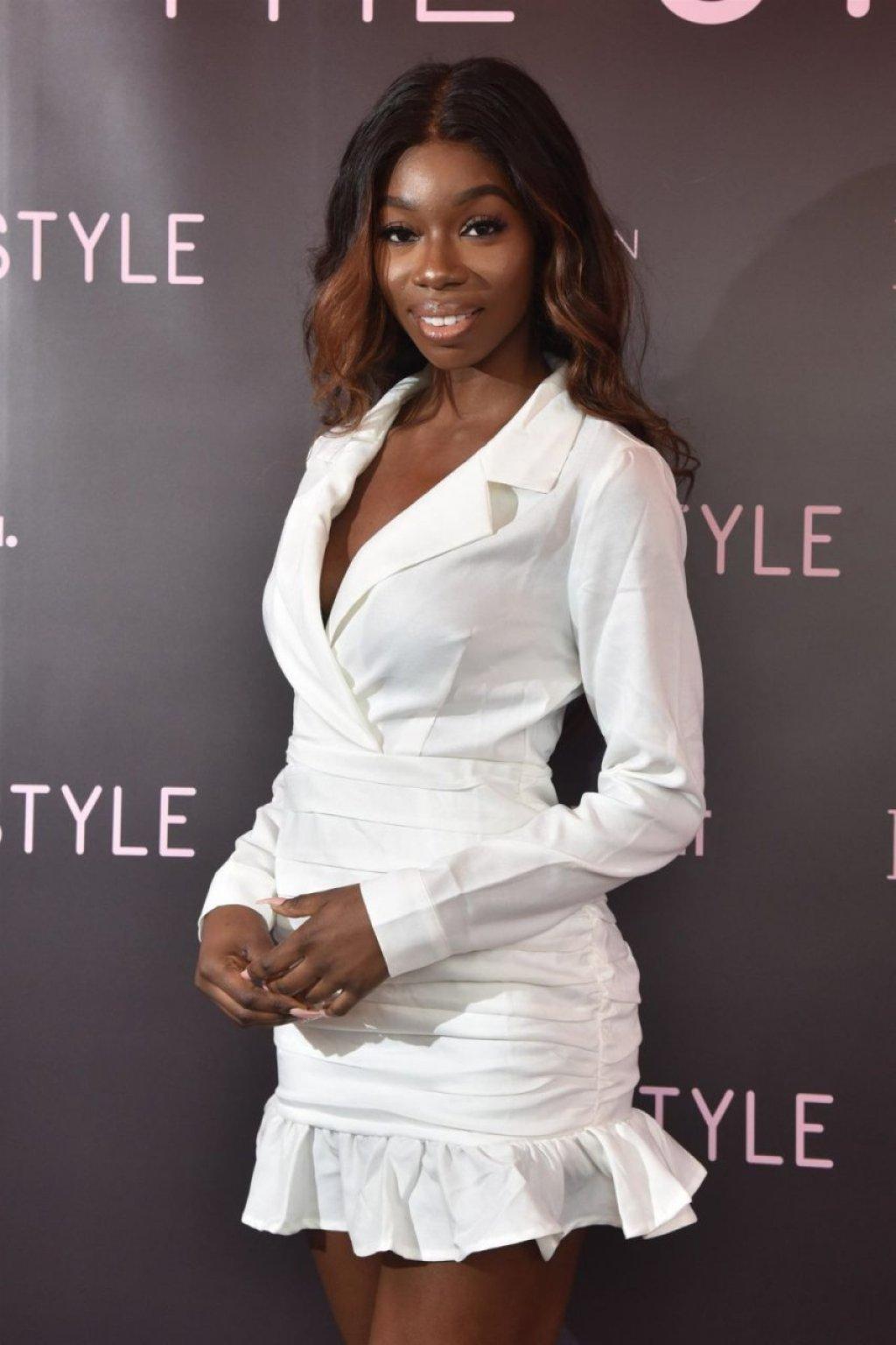 Yewande Biala Sexy (63 Photos)