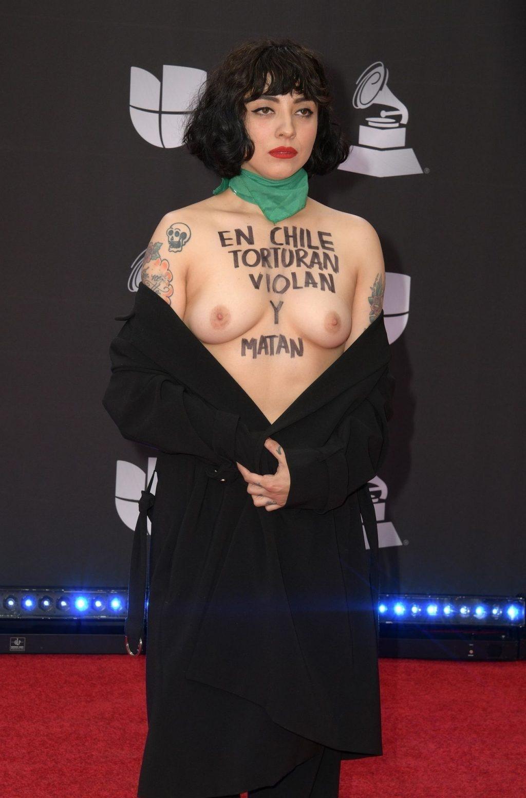 Mon Laferte Topless (3 Photos)