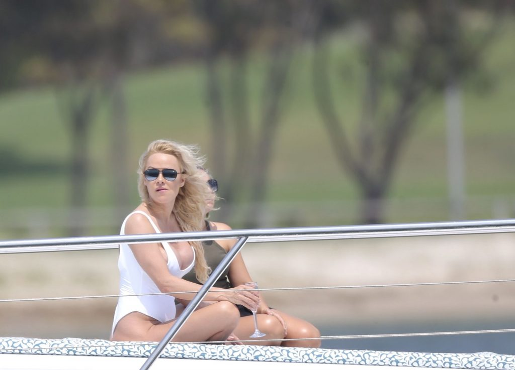 Pamela Anderson Sexy (36 Photos)