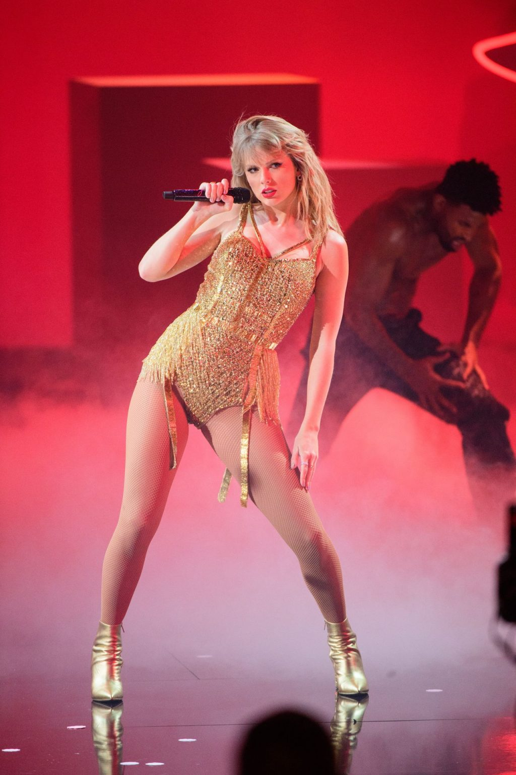 Taylor Swift Sexy (134 Photos)