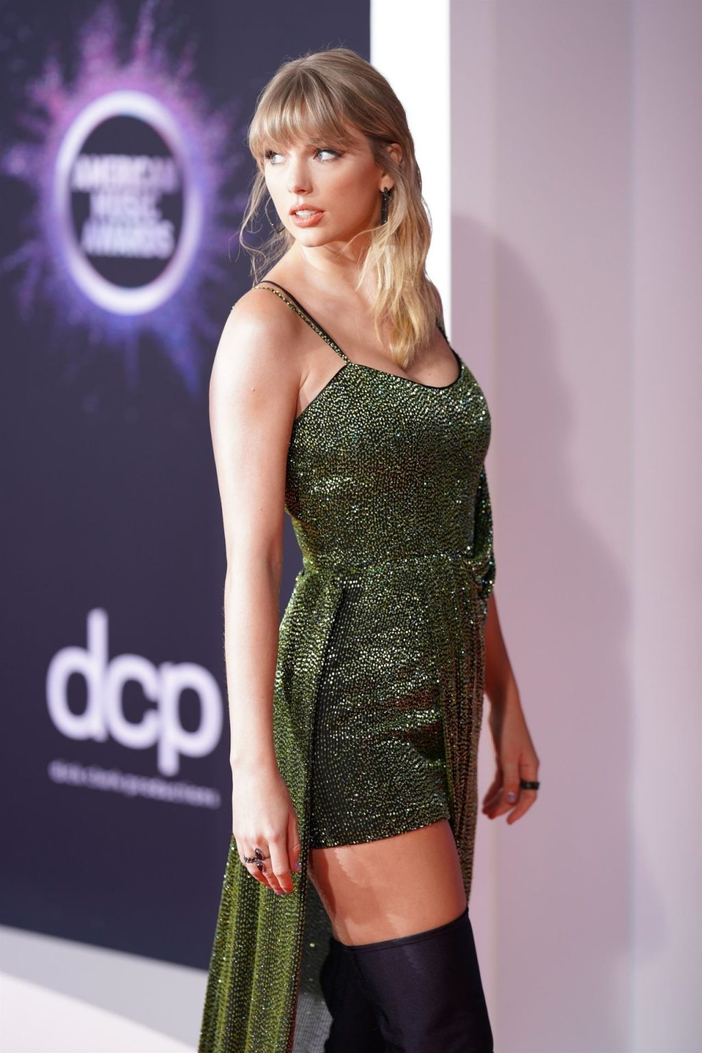 Taylor Swift Sexy (110 Photos)