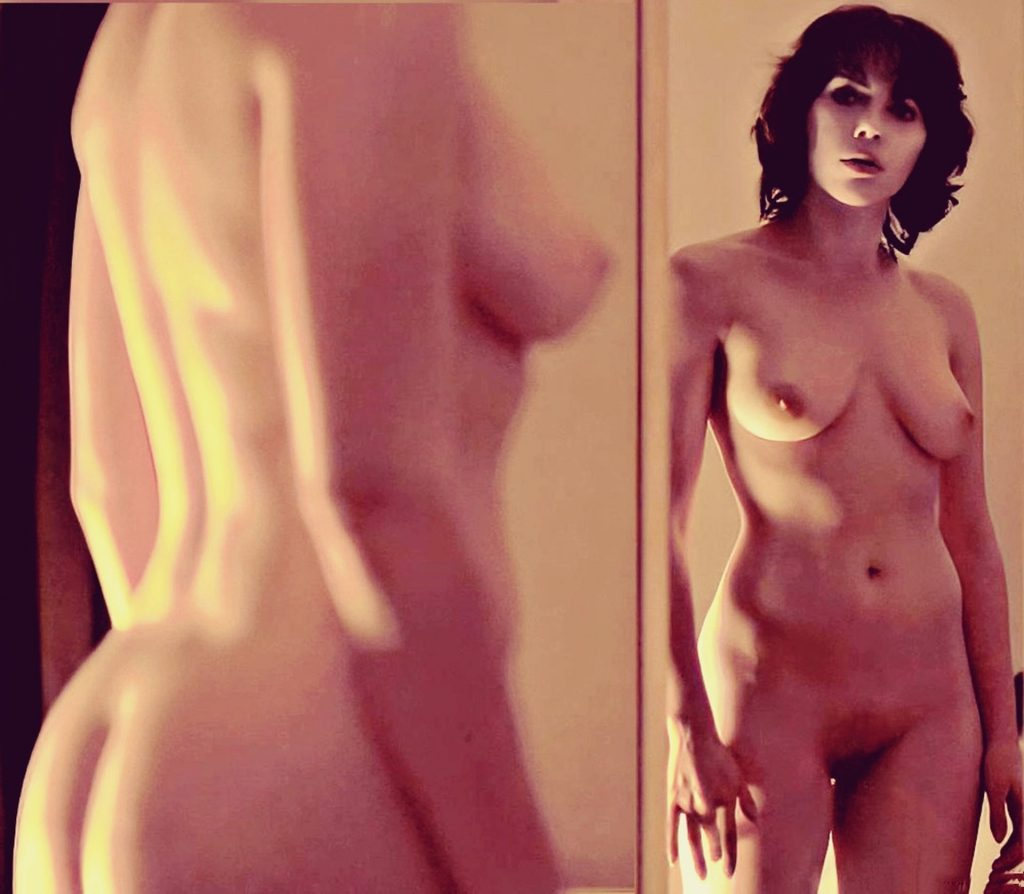 Scarlett Johansson Nude (New Photo)