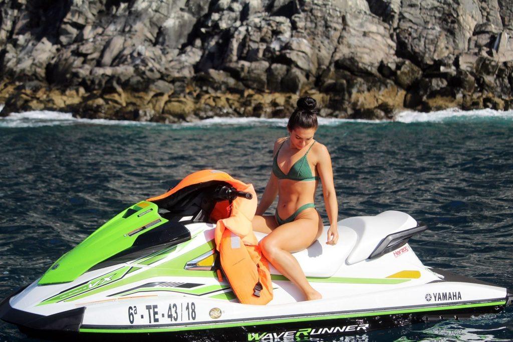 Alexandra Cane Sexy (17 New Photos)