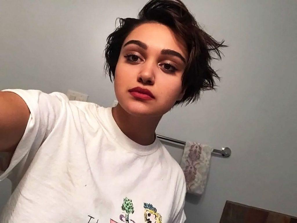 Ariela Barer Sexy (43 Photos)