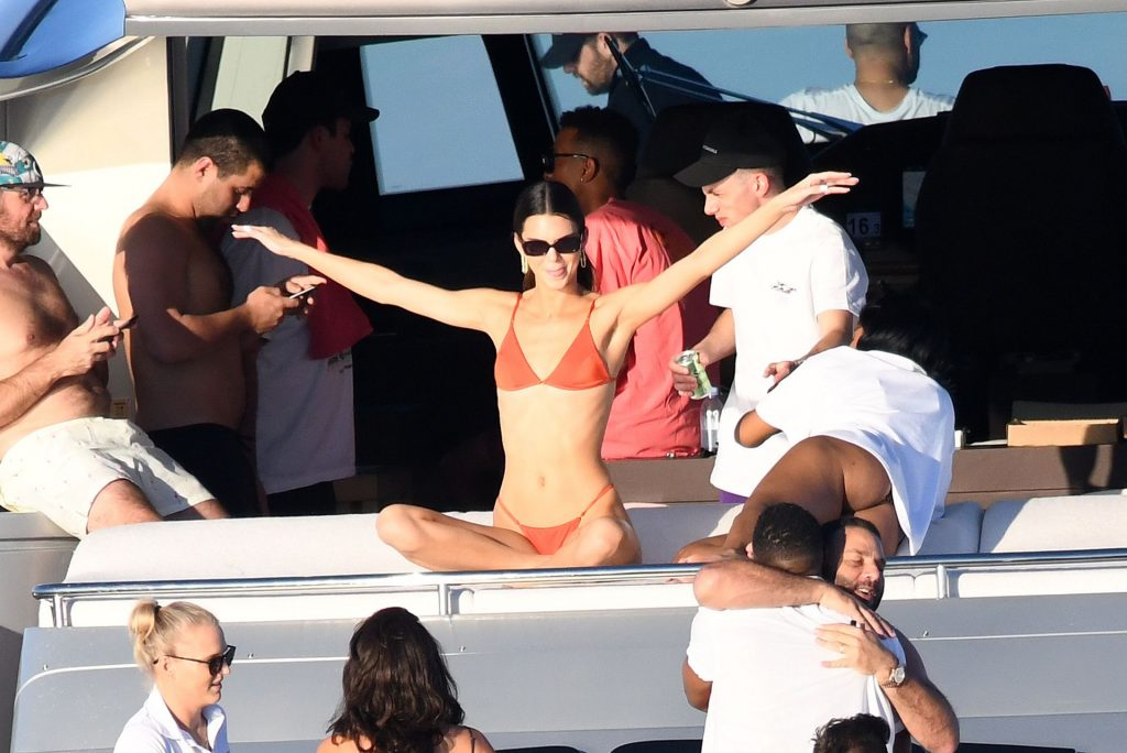 Kendall Jenner Sexy (74 Photos)
