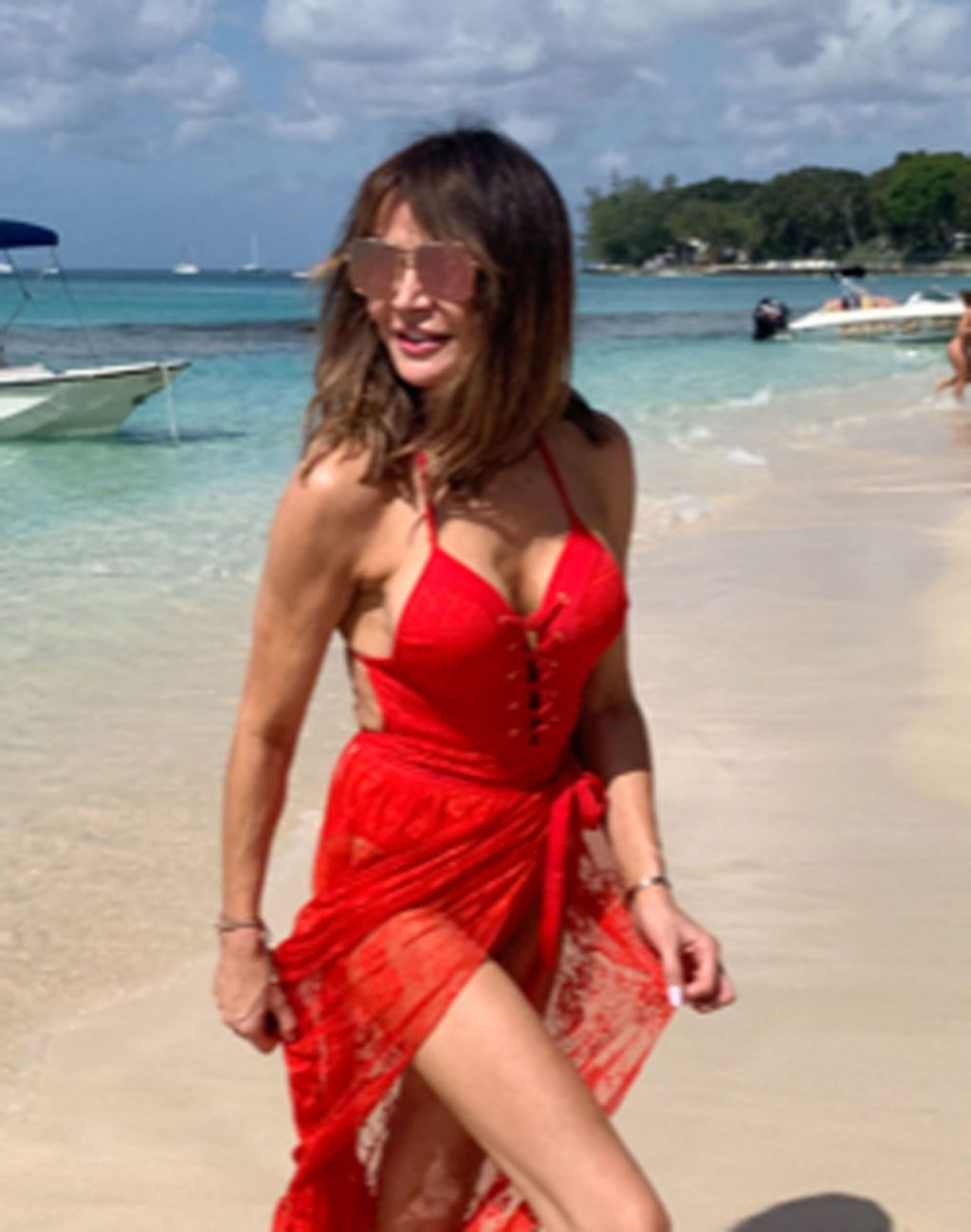 Lizzie Cundy Sexy (54 Photos)