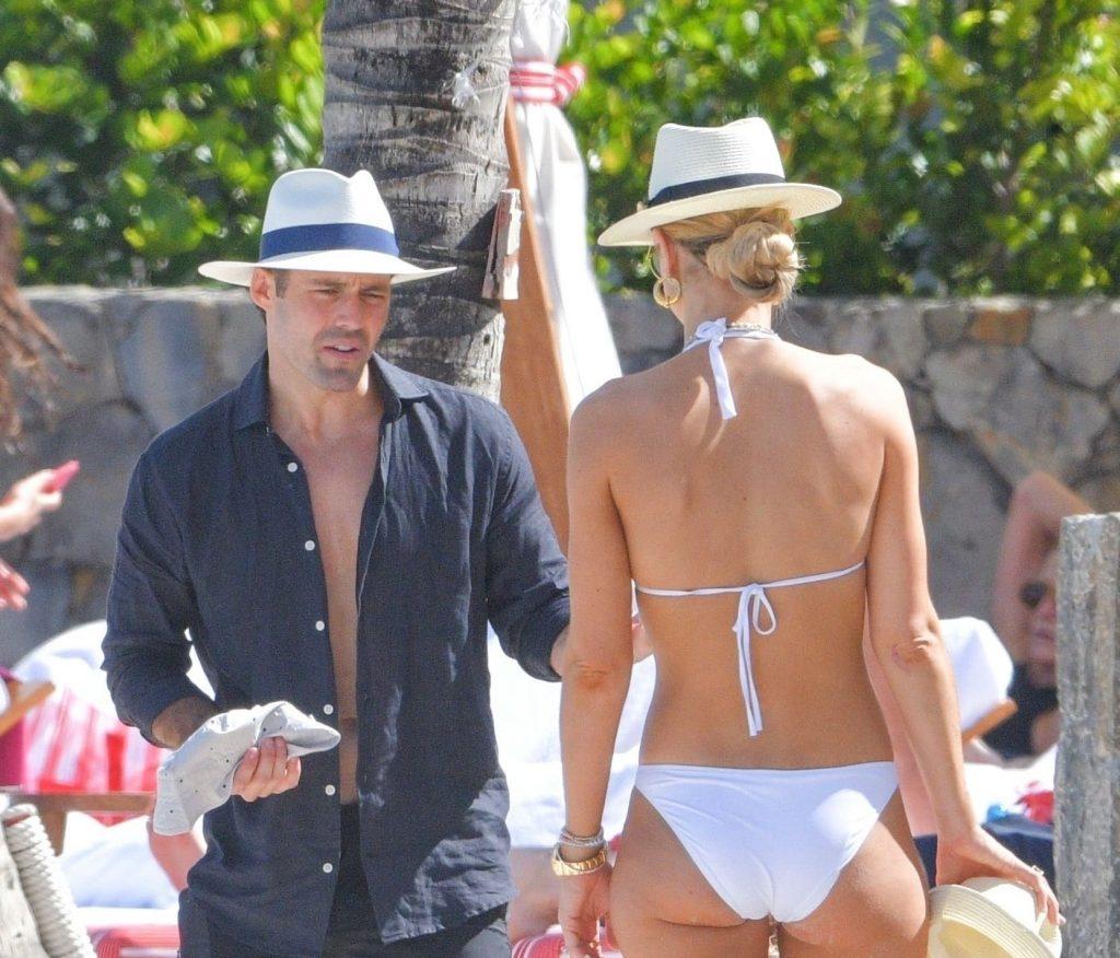 Vogue Williams Sexy (16 Photos)