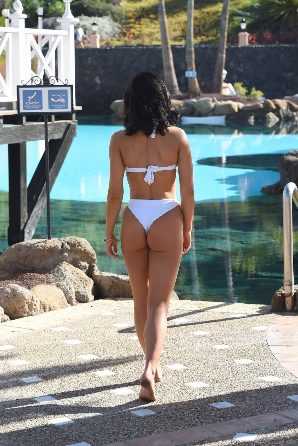 Alexandra Cane Shows Off Her Amazing Body in Cuba (15 Photos)