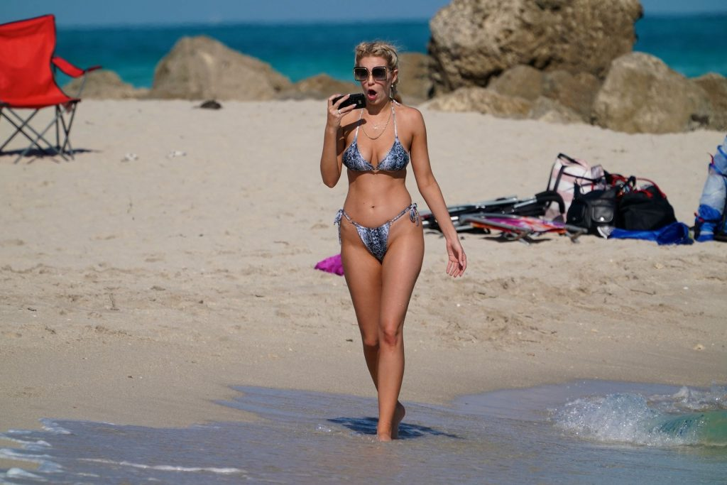 Chealse Sophia Howell Shows a Thong Bikini at the Beach in Miami (18 Photos) | Clip Celebs