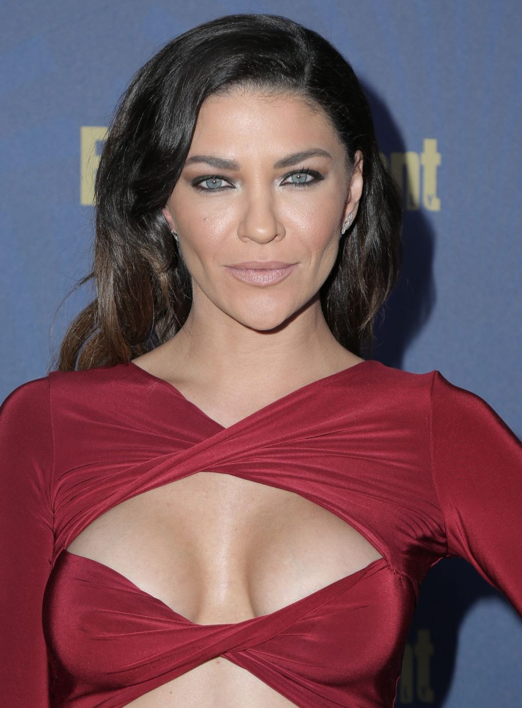 Jessica Szohr Shows her Cleavage at the Entertainment Weekly Pre-SAG Awards Celebration (25 Photos)