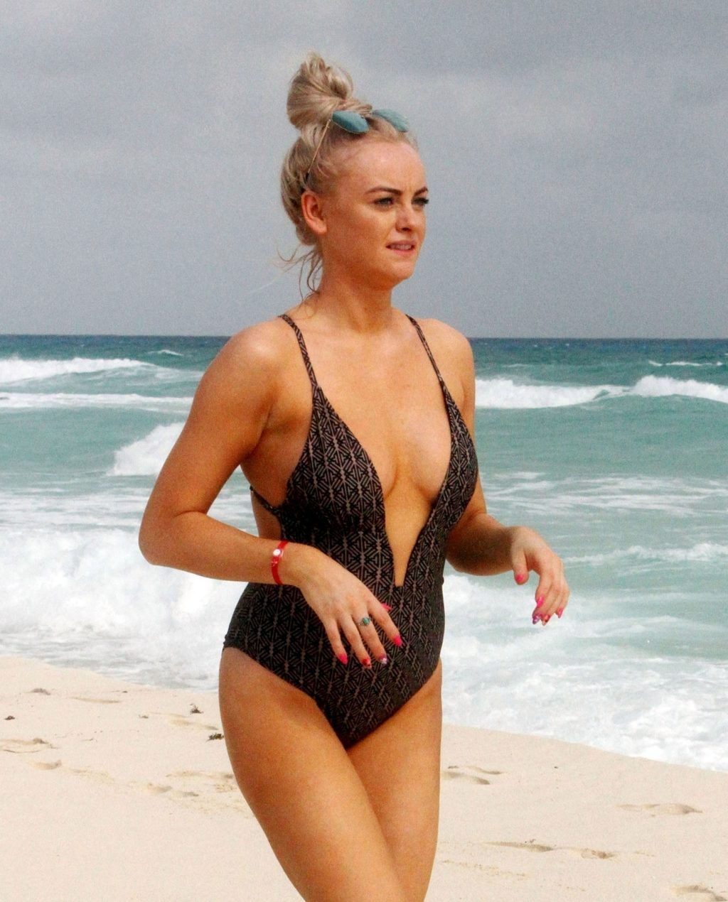 Katie McGlynn Shows Off Her Sexy Body in a Black Swimsuit (10 Photos)