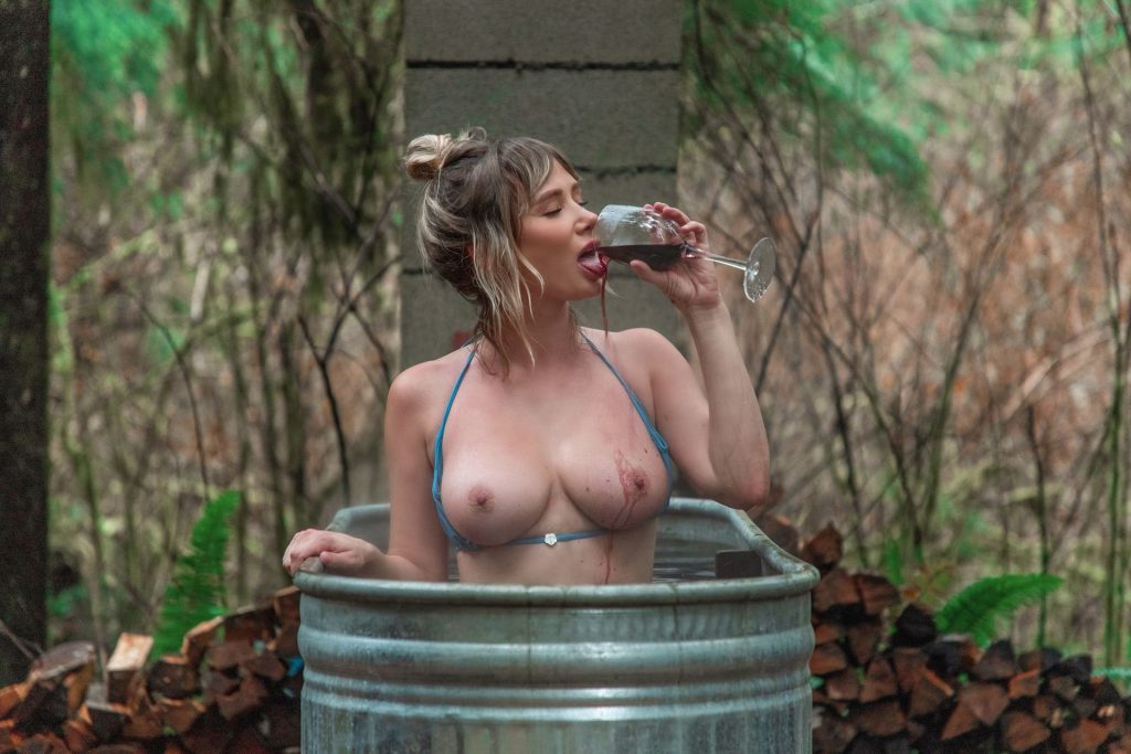 Sara Underwood Nude & Sexy (7 Photos)