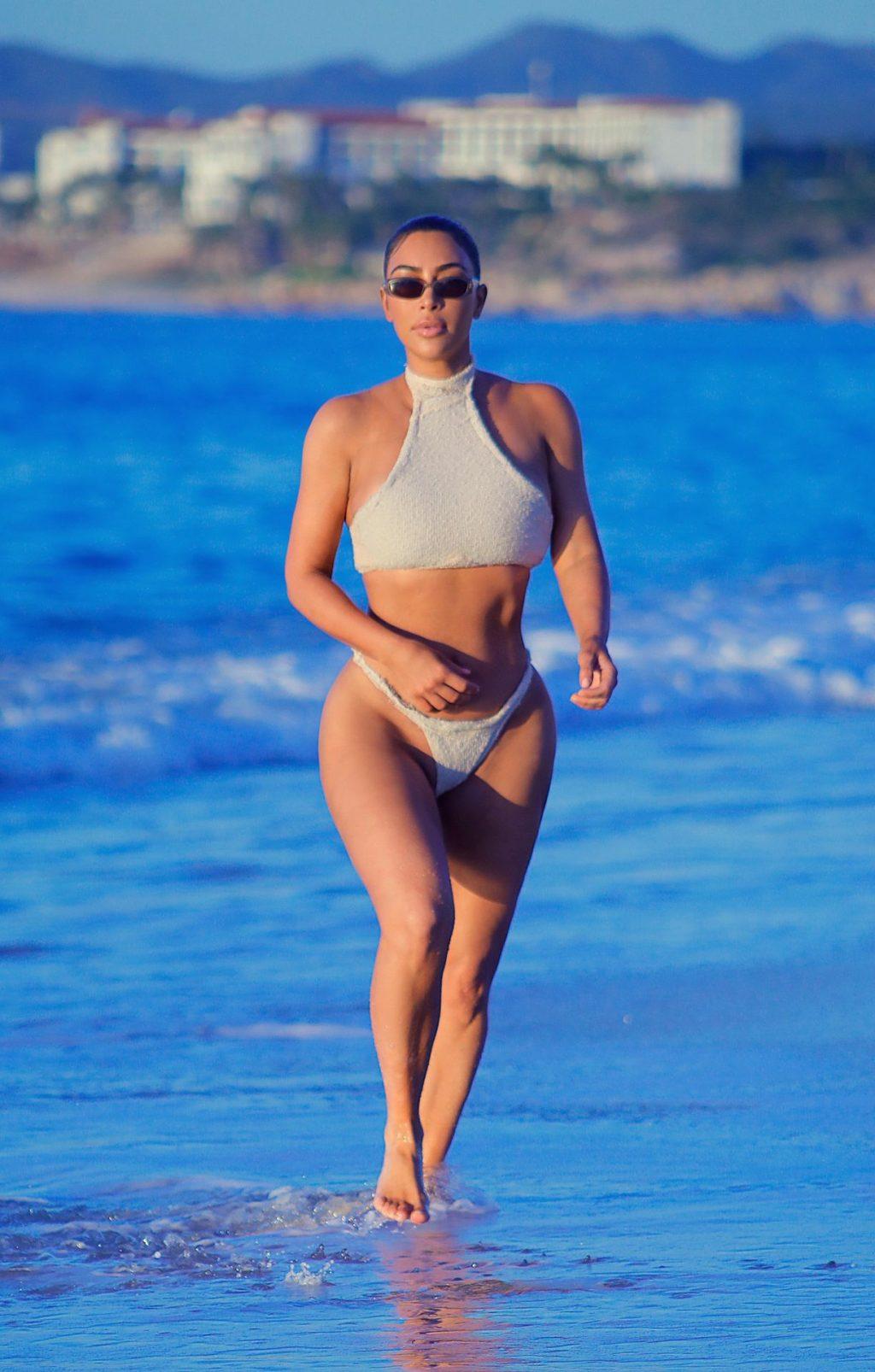 Kim Kardashian Looks Sexy in Mexico (36 Photos)