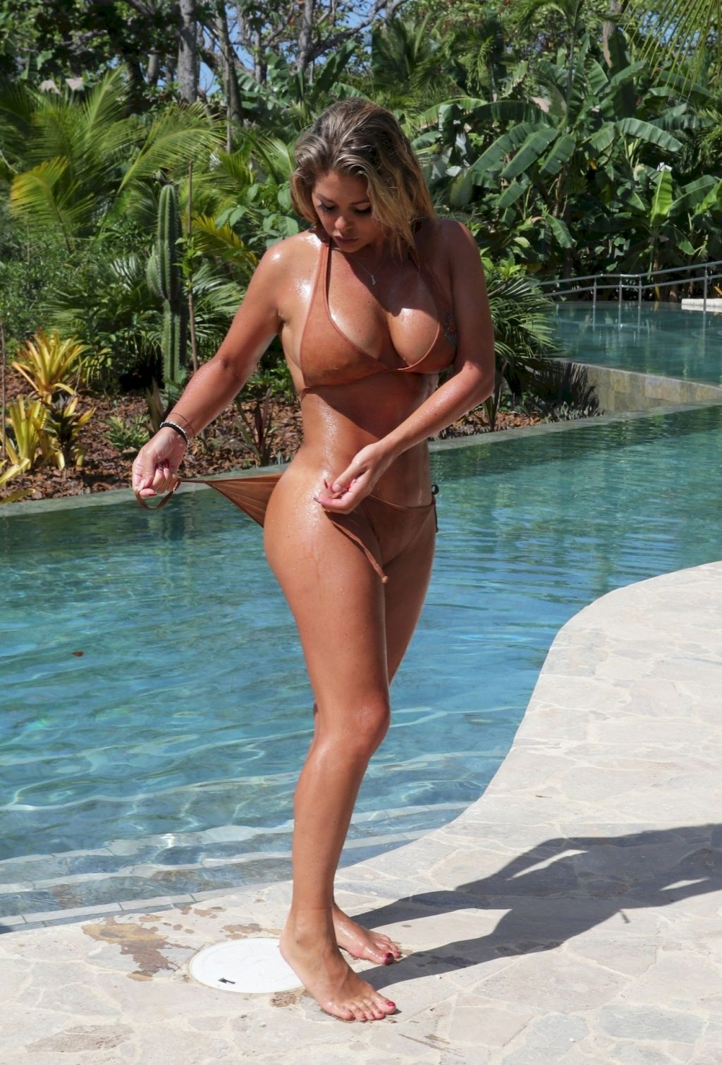 Bianca Gascoigne Shows Off Her Amazing Body in Thailand (13 Photos)