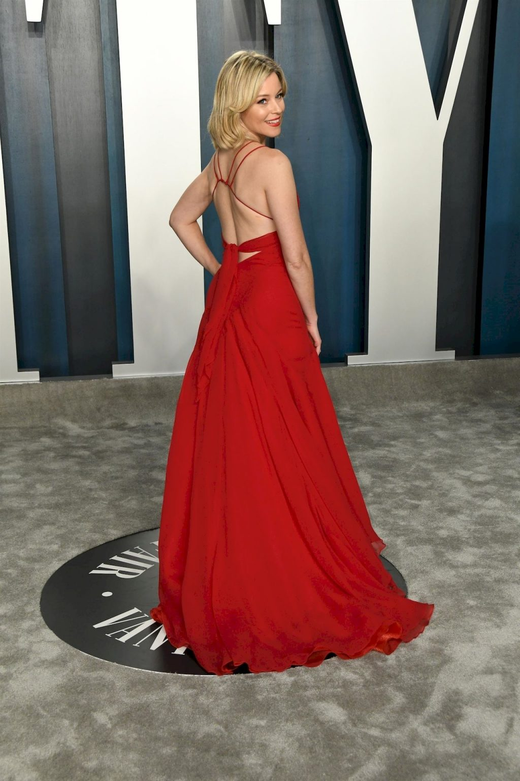 Elizabeth Banks Looks Sexy in a Red Dress at the 2020 Vanity Fair Oscar Party (12 Photos)