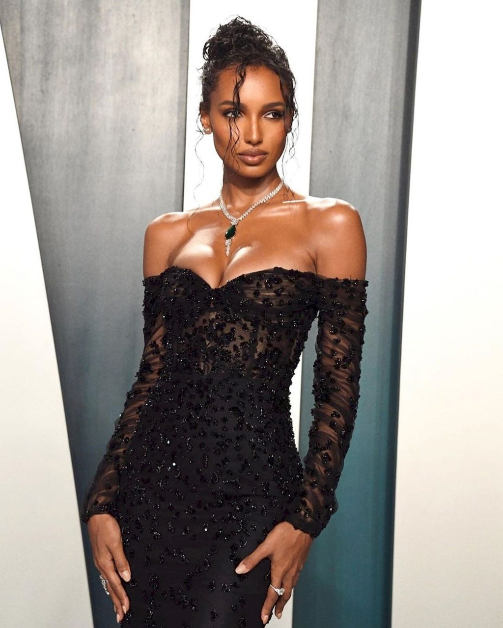Jasmine Tookes Wows With Her Cleavage at the Vanity Fair Oscar Party (26 Photos + GIF & Video)