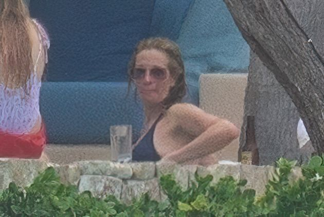 Julia Roberts Enjoys Some Vacation Time in Mexico (14 Photos)