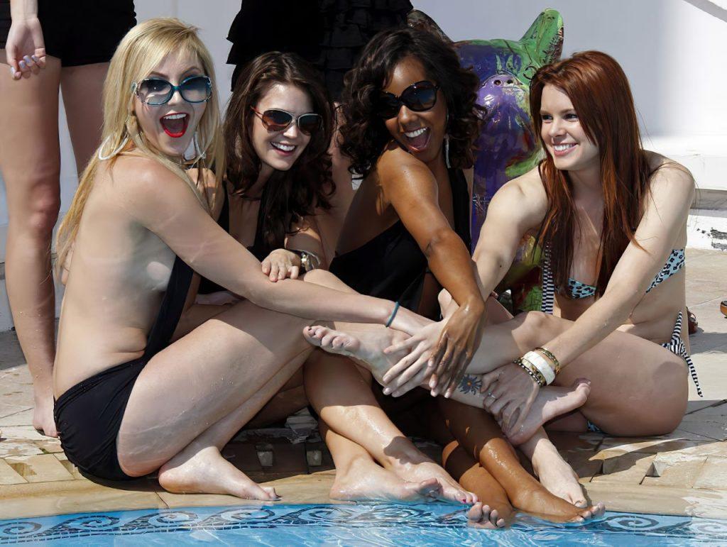 Madison Dylan's Nude Boob Slip (7 Photos)