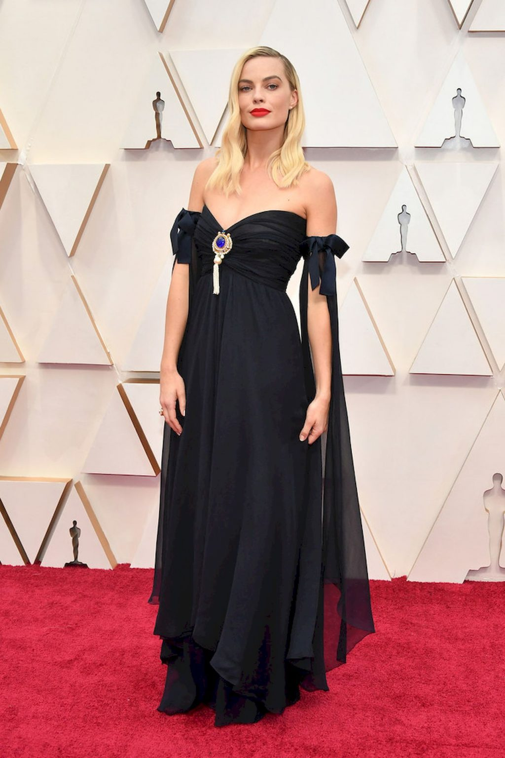 Margot Robbie Looks Beautiful on the Red Carpet of the 92nd Academy Awards (12 Photos)