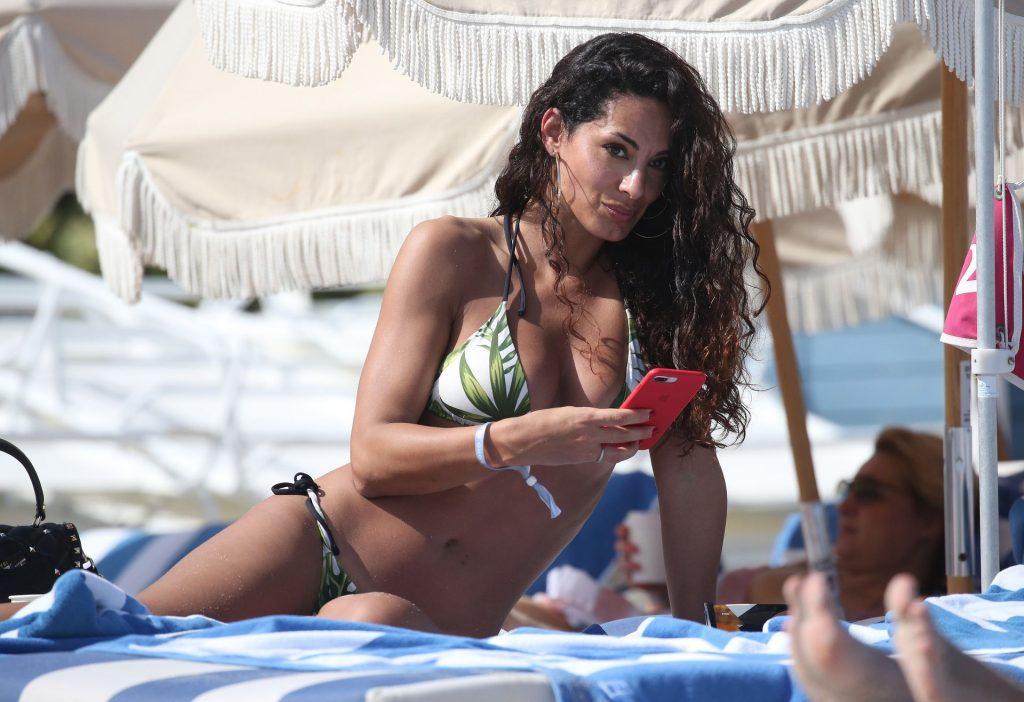 Raffaella Modugno Shows Off Her Curves in a Bikini on the Beach in Miami (28 Photos)