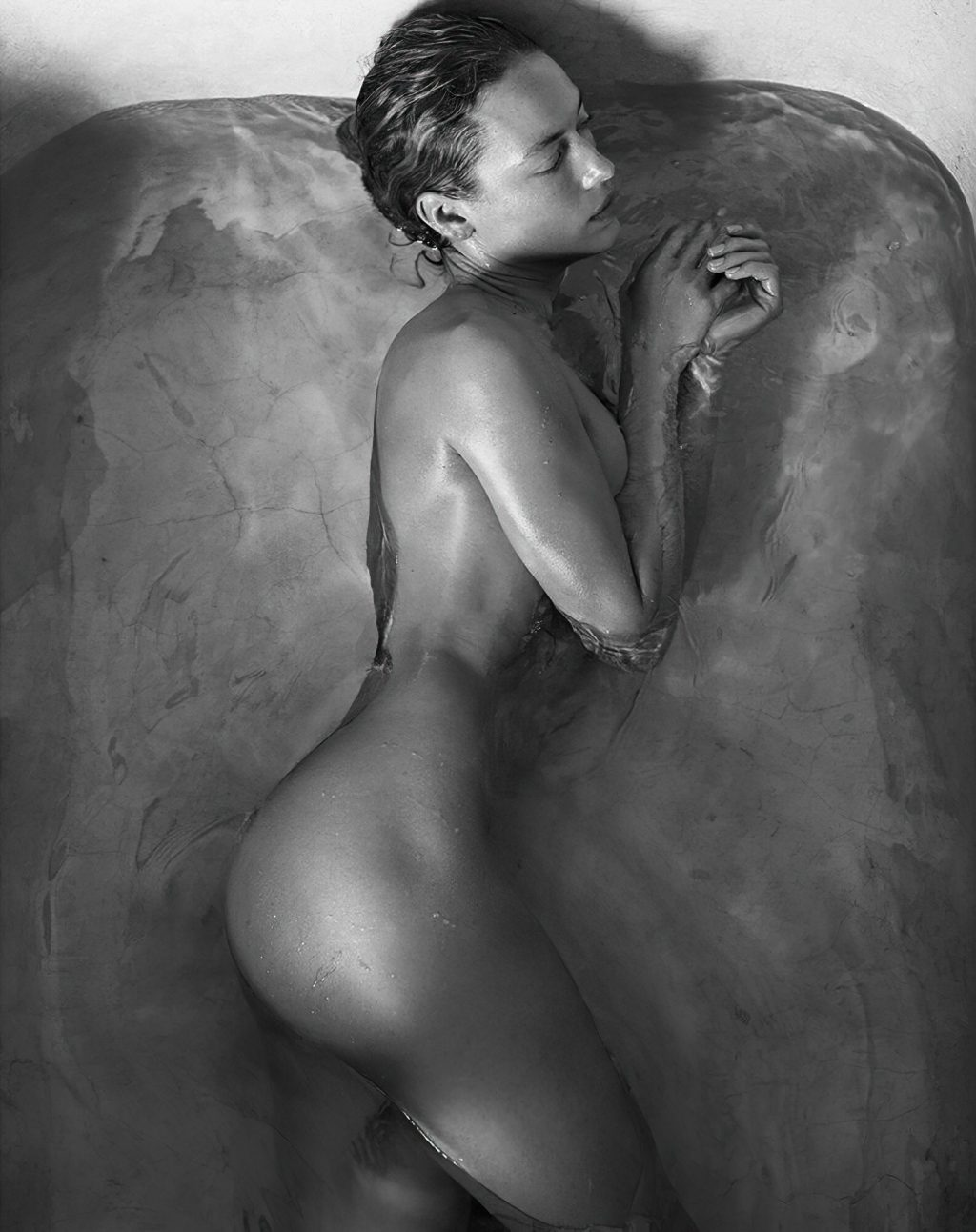 Hannah Ferguson Hot – Vogue (2 Photos)