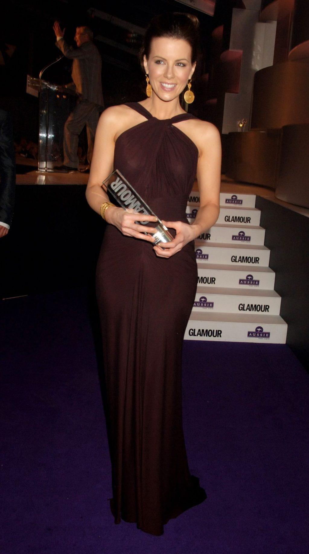 Kate Beckinsale Shows Her Tits for The Glamour Woman Awards (4 Photos)