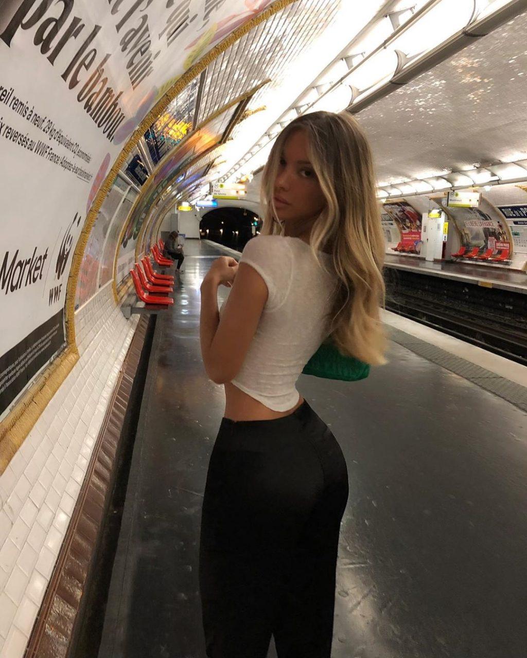 Mathilde Tantot Nude & Sexy (30 Photos)