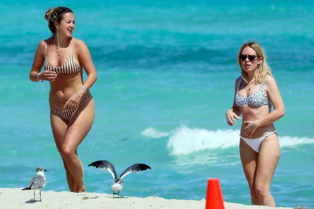 Tanya Burr Looks Phenomenal in a Sexy Bikini (50 Photos)