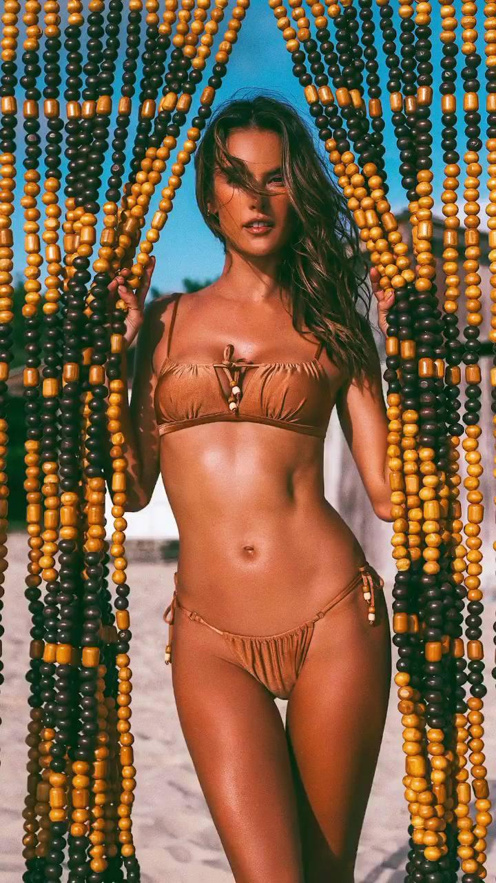 Alessandra Ambrosio Sexy (13 Photos + GIFs)