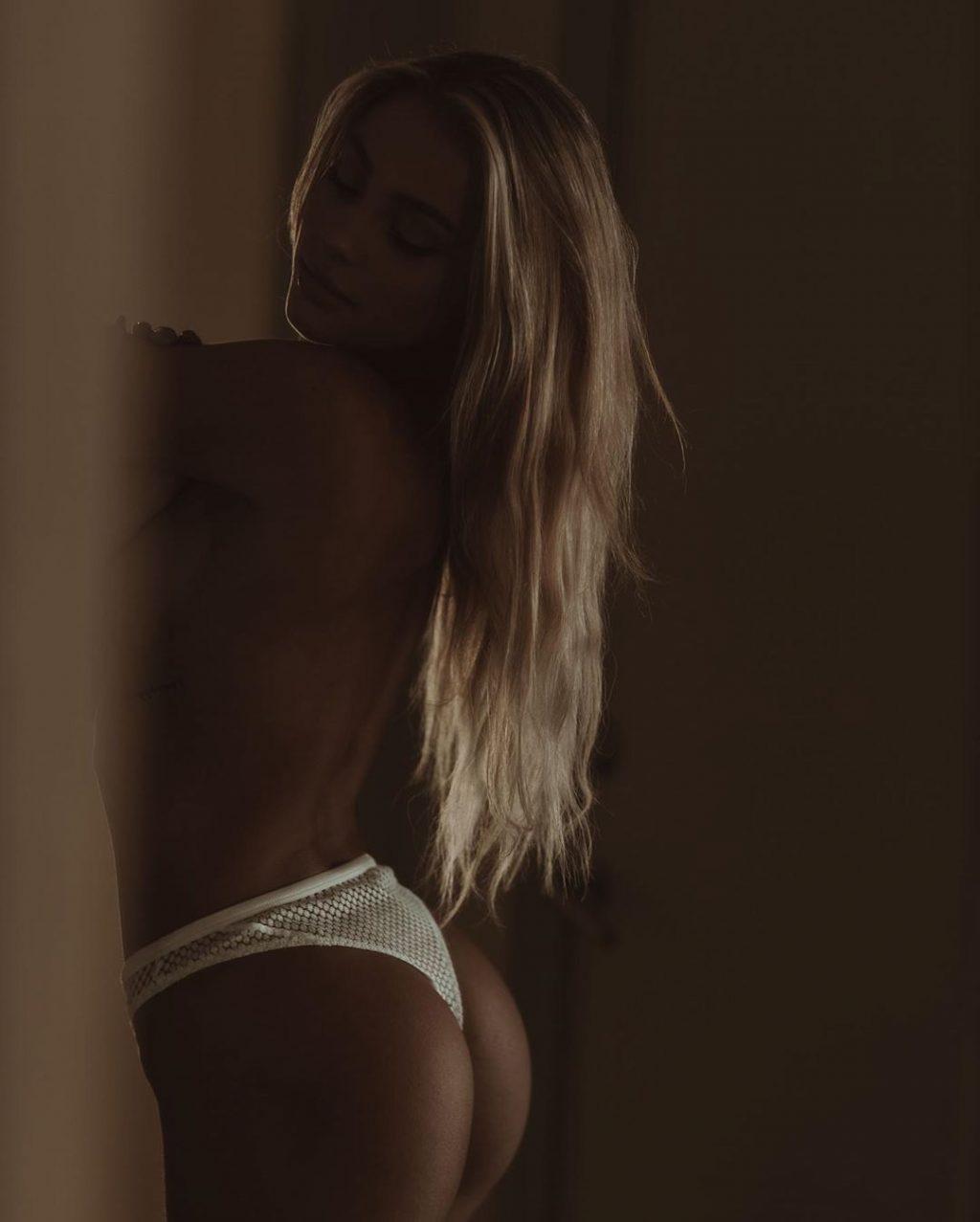 Charly Jordan Topless (6 Photos)